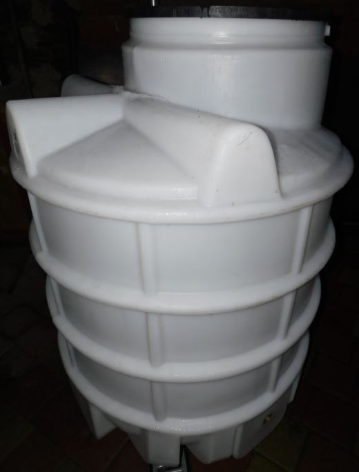 Vodoměrná šachta výška 150cm, bez betonování, včetně stupadel, 2x prostupu, poklopu.